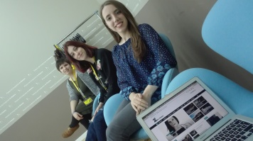 Ana Baquerizo junto a sus compañeras Sandra Lario y Paz Pérez