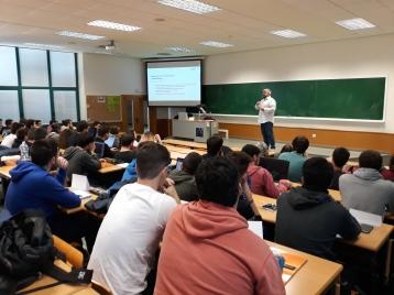 Sergio Chiva con los estudiantes del Grado de Videojuegos
